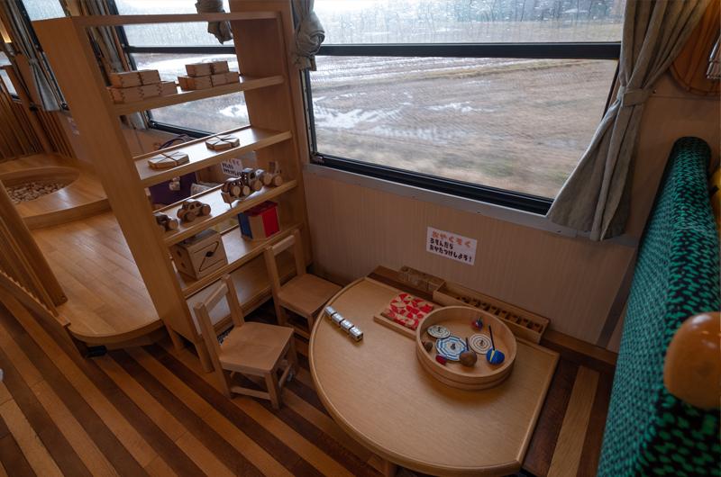 おもちゃ列車の車内