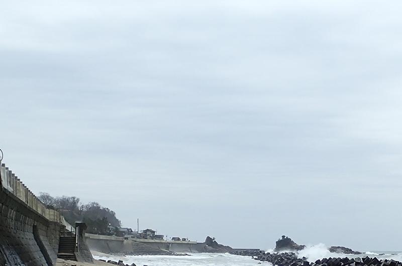 桑川駅からすぐの海岸