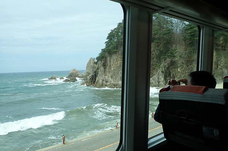 海里 桑川駅からあつみ温泉駅間の車窓