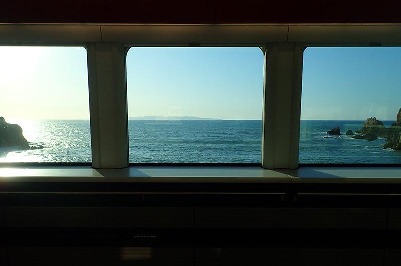 海里 鶴岡駅からあつみ温泉駅間の車窓