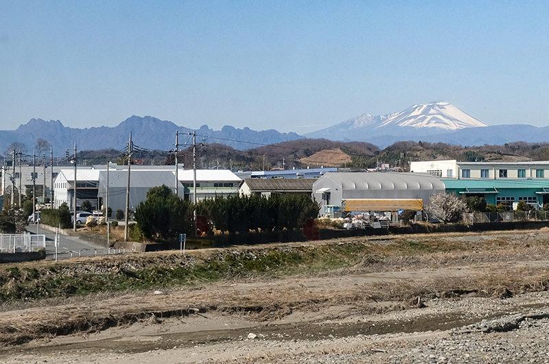 上信電鉄から見える浅間山と妙義山