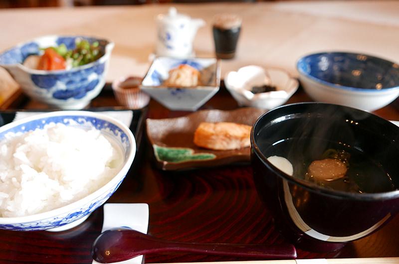 朝食 白飯は長野県産こしひかり