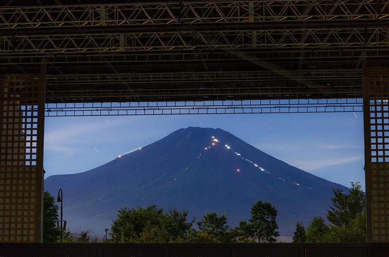 吹き抜けから見える富士山