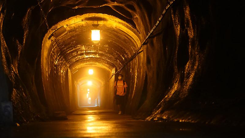 山彦遊歩道内のトンネル