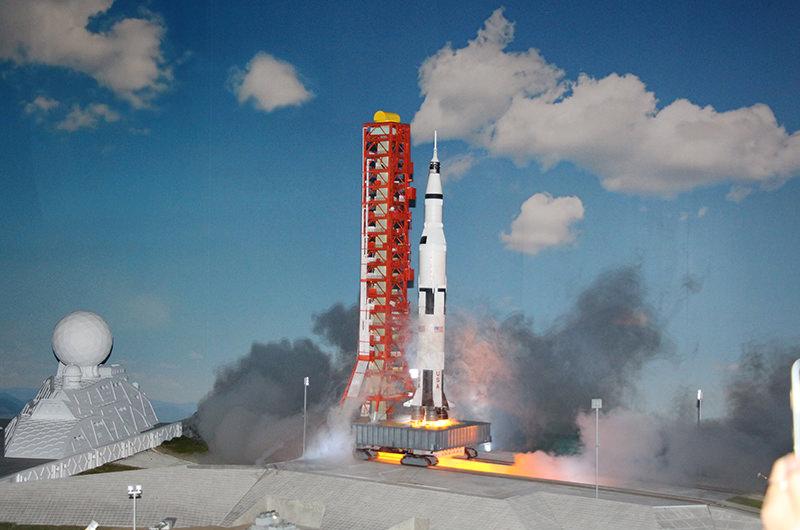 ロケット打ち上げ