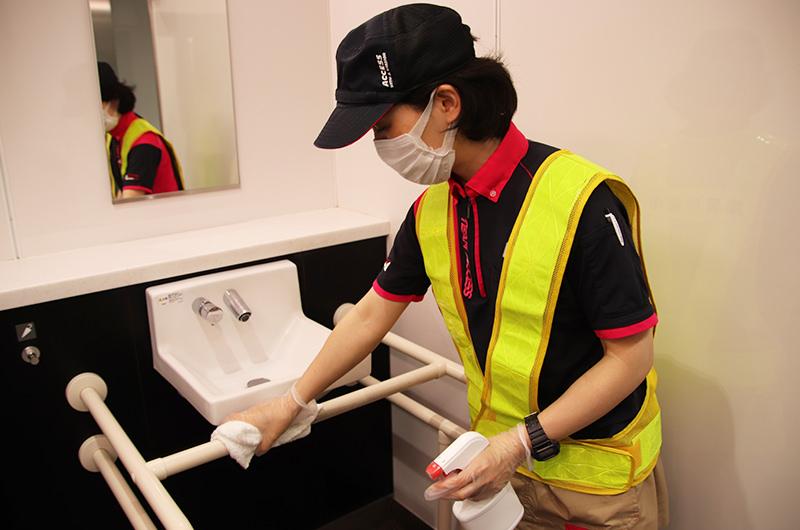 JR東日本、駅のトイレの清掃