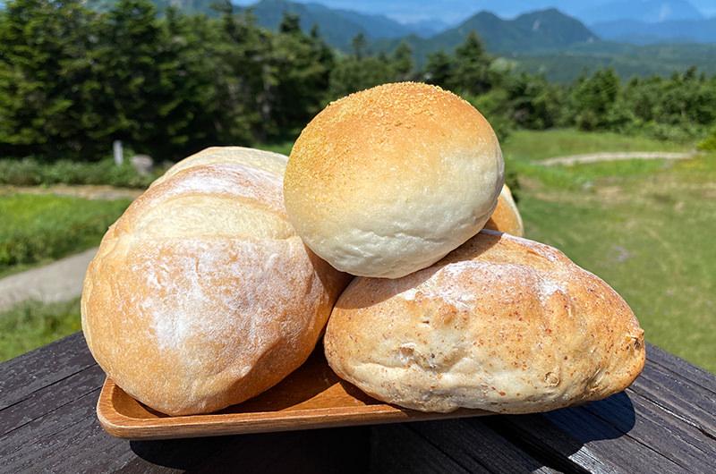 日本一標高の高いパン屋さんで、山の空気とハイジのパンを味わう