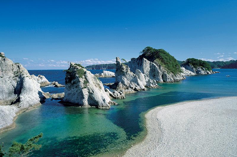 青い海が見たくなったら東北へ!青の洞窟&龍泉洞の青の世界にうっとり