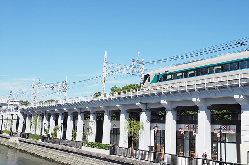 東京ミズマチの上を走る東武スカイツリーライン