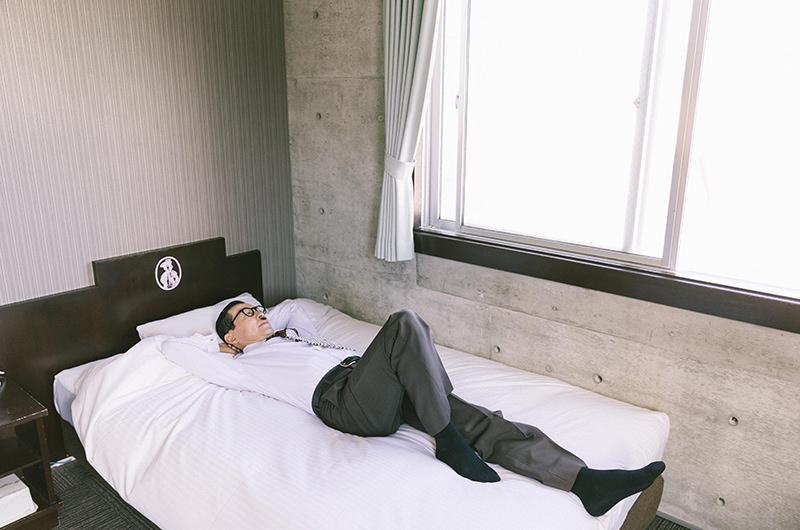 客室 岩井ジョニ男