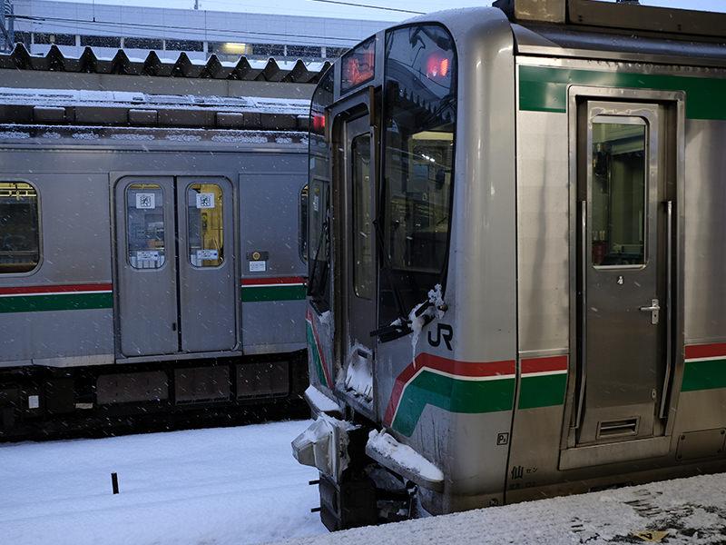 福島駅 線路に積もる雪