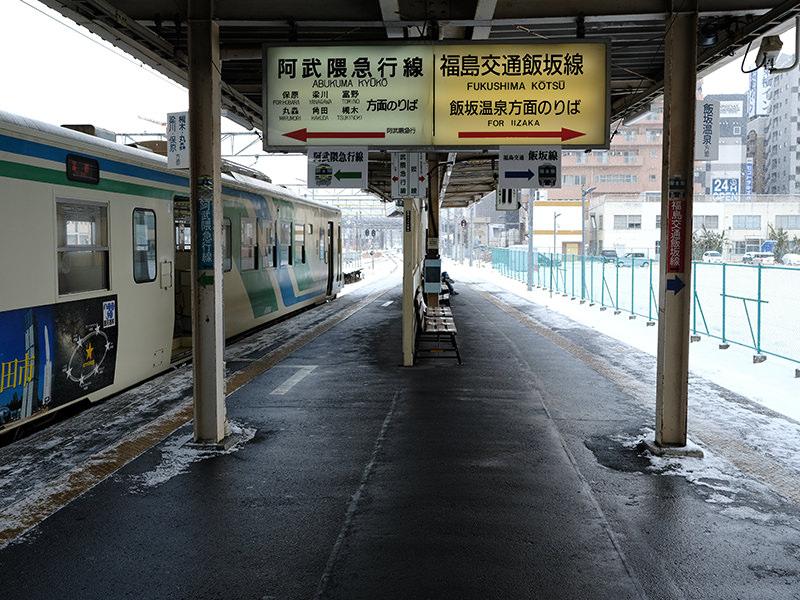 飯坂線と阿武隈急行線が並ぶホーム