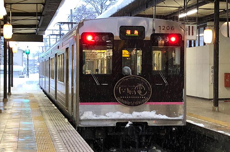 温泉と銀世界…福島交通飯坂線は冬のローカル線のすばらしさが詰まっていた