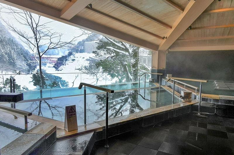 【週末おこもりステイ】宇奈月温泉やまのはで雪景色に癒やされる