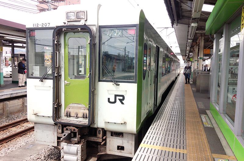 高麗川駅から走るディーゼル列車