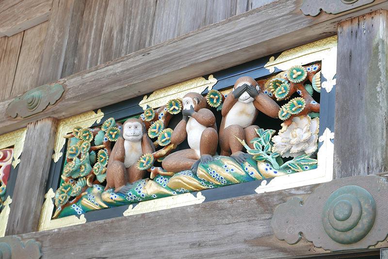 三猿の彫刻