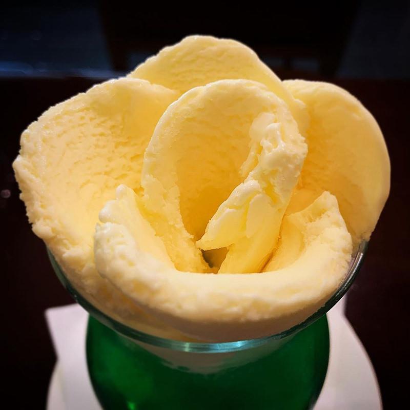 バラ盛りアイスクリーム
