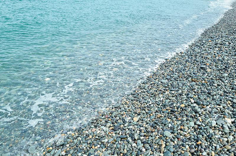 ヒスイ海岸 砂利浜