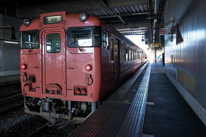 氷見線 高岡駅