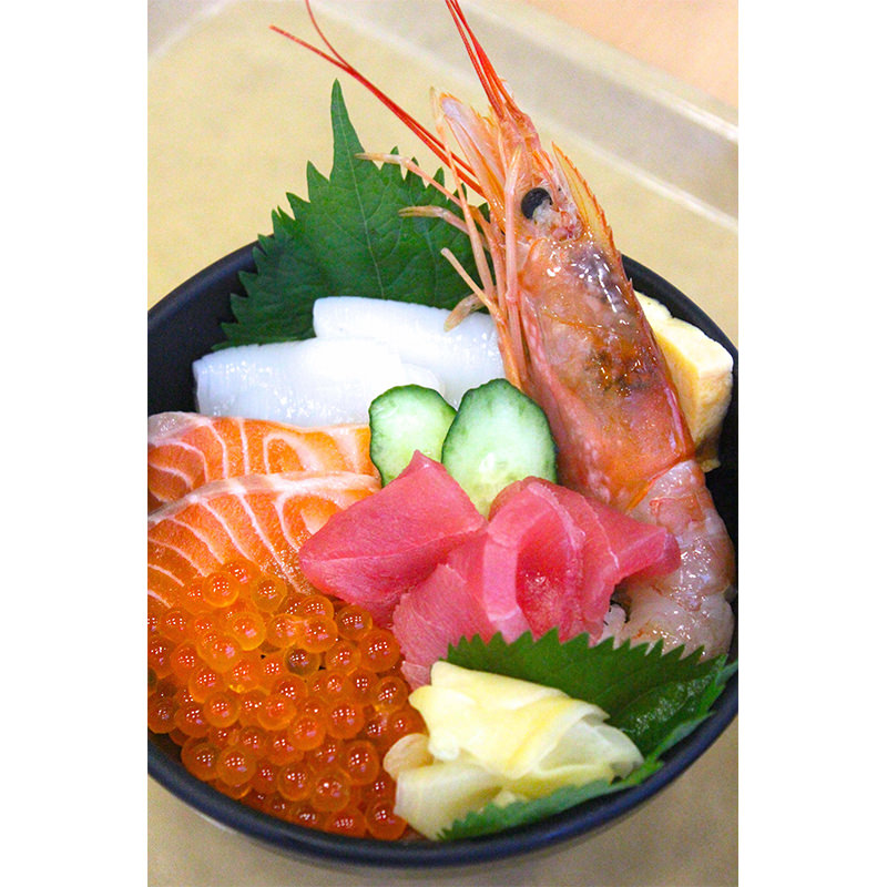 オリジナル海鮮メニュー「食彩五色丼」