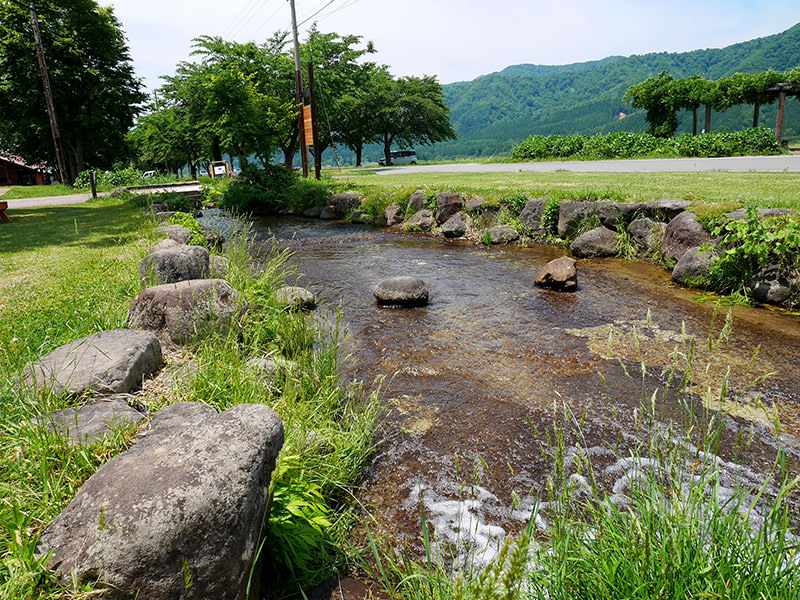 ビアハウスの前を流れる川