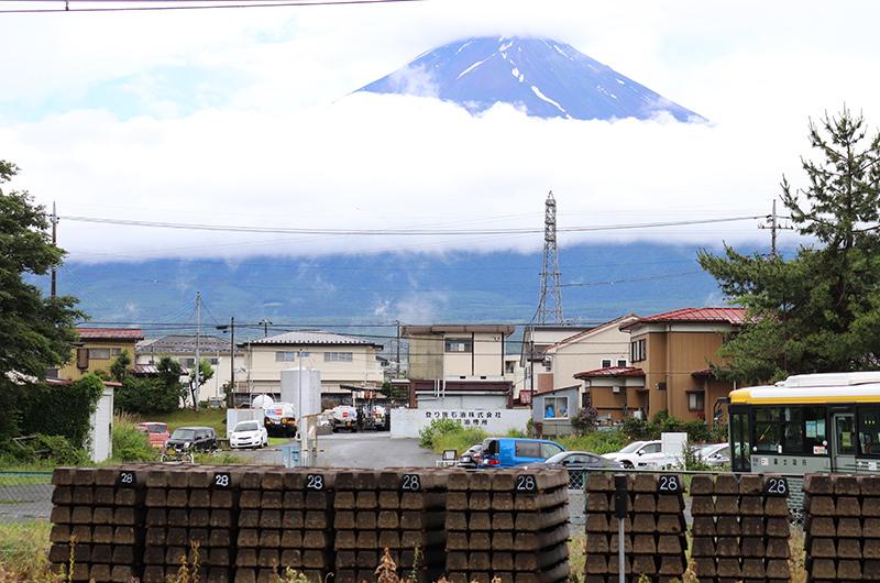 河口湖駅から望む富士山