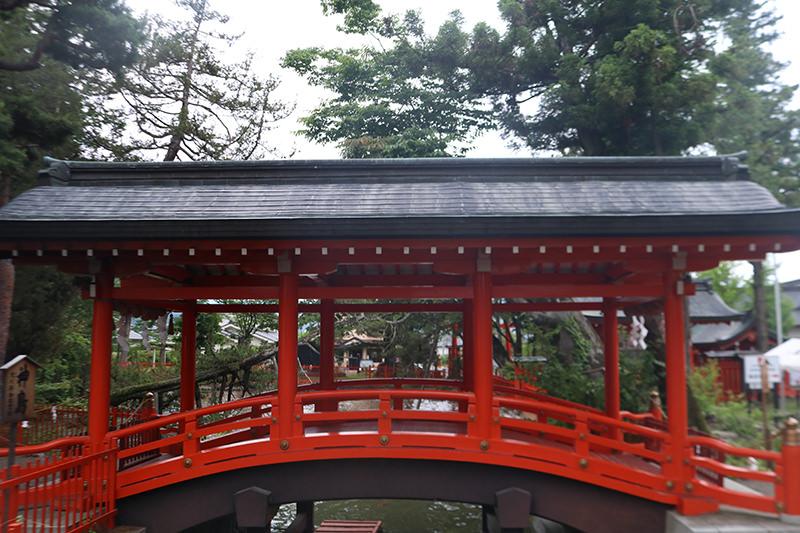 生島足島神社 本殿前の橋