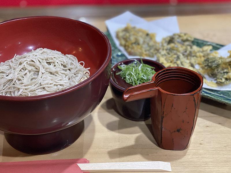 発芽そば 山菜の天ぷら
