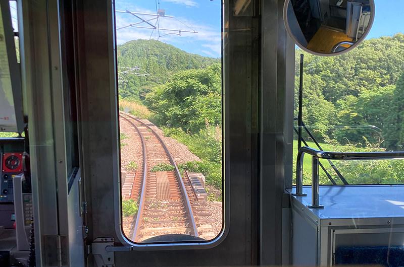 翁島駅から会津若松駅へ向かう途中のカーブ